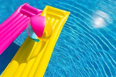 Penser à entretenir sa piscine en cas de canicule