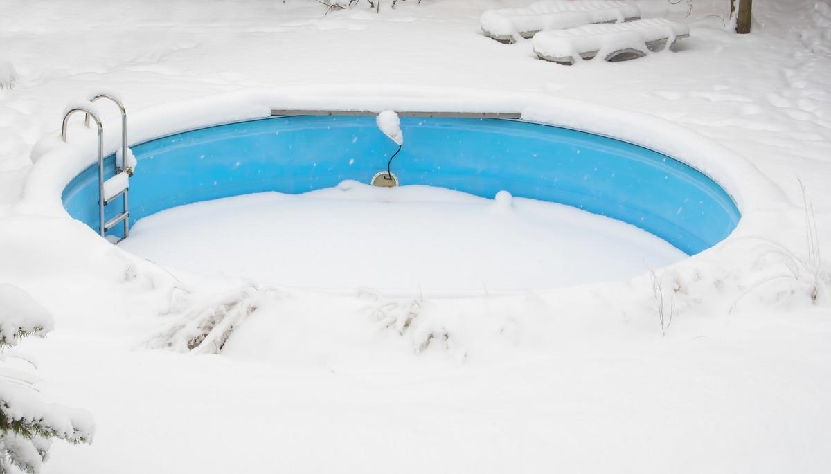 Fermer une piscine à l'aide d'un professionnel